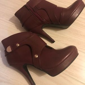 Burgundy Unlisted by Kenneth Cole heels 7.5